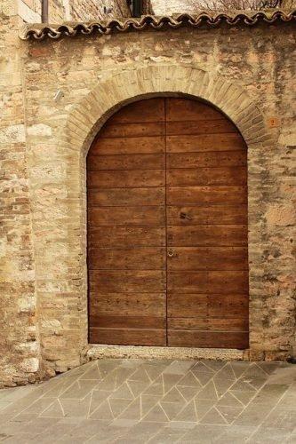 puerta de exterior con arco