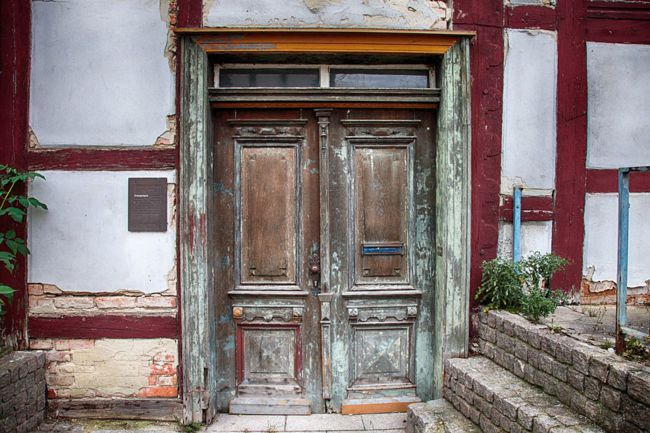 puertas antiguas de madera restauradas
