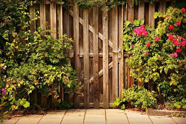 pintar puerta de jardin profesional