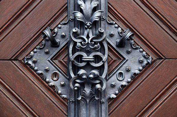 limpiar puertas de madera viejas