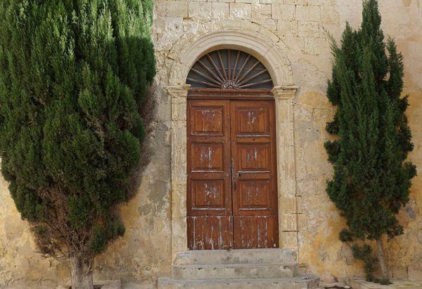 puerta de madera vieja carrera blanca