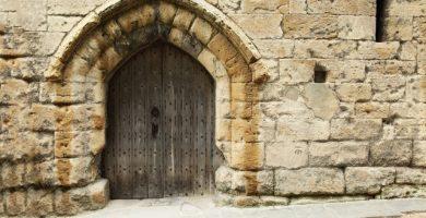 hacer puertas de madera edificios historicos