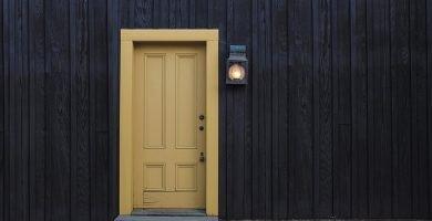 Puertas de madera modernas blancas