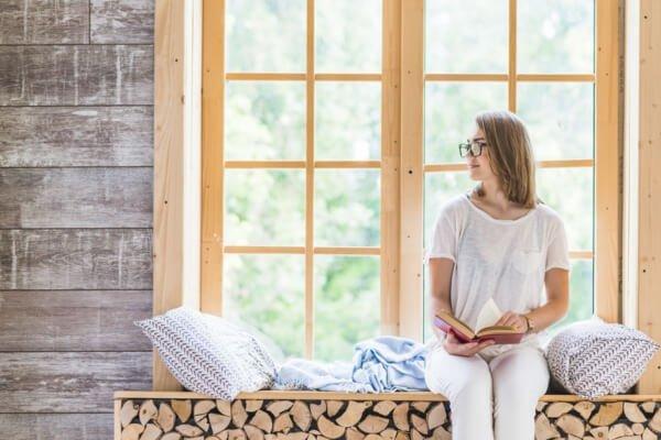 ventanas de madera mujer